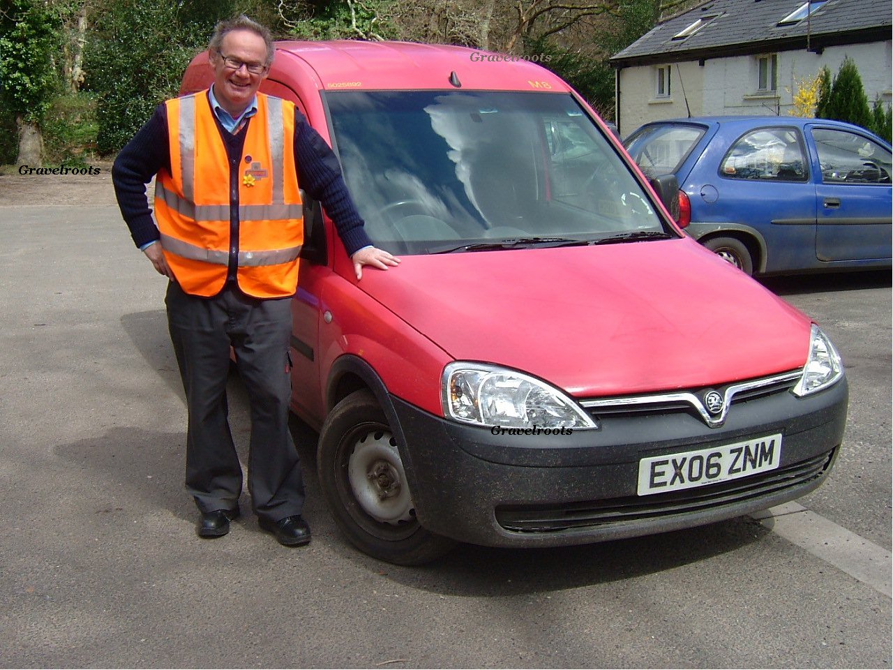 Keith Wright delivers mail at Heyshott - click to return